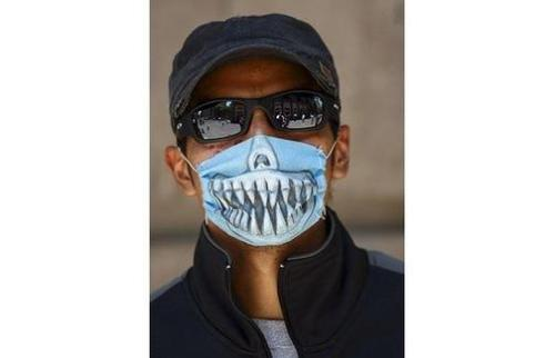 ae3a/1241408375-504x_flu-mask-teeth_1393637i_1_.jpg